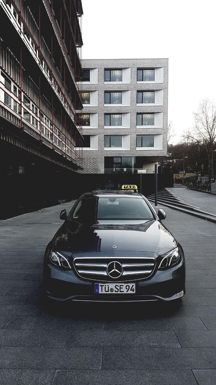 Taxi Tübingen vor Klinik